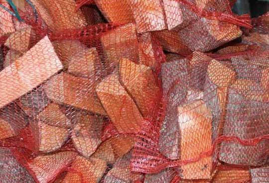 Дрова в сетках колотые