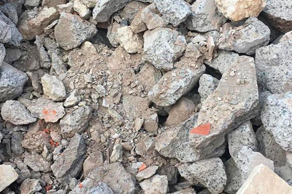 Бой кирпича с бетоном